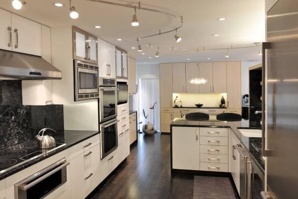 Современный потолочный светильник для большой кухни