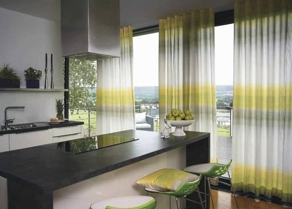 Дизайн кухни со шторами лимонного цвета фото 2016