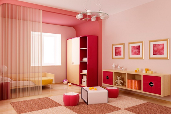 Розовая краска на стенах и потолке квартиры - фото