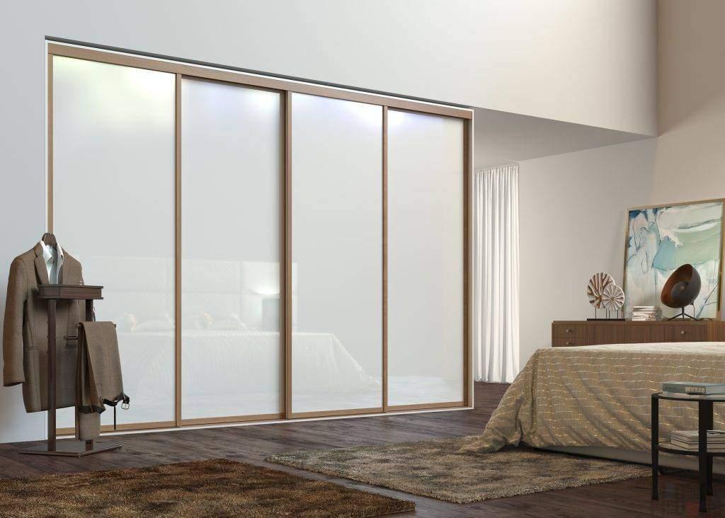 Белый шкаф-купе в дизайне спальни