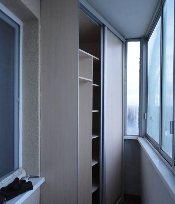 bolshoy-shkaf-dlya-balkona-uglovoy