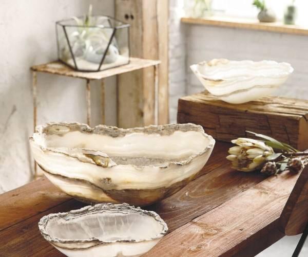 Стильный декор камень оникс на фото