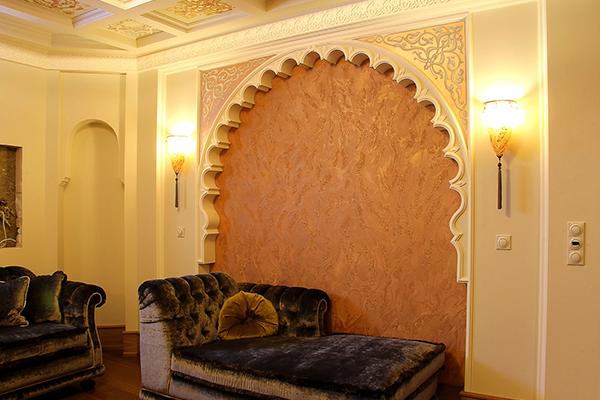 Шелковая декоративная краска для стен в роскошной квартире