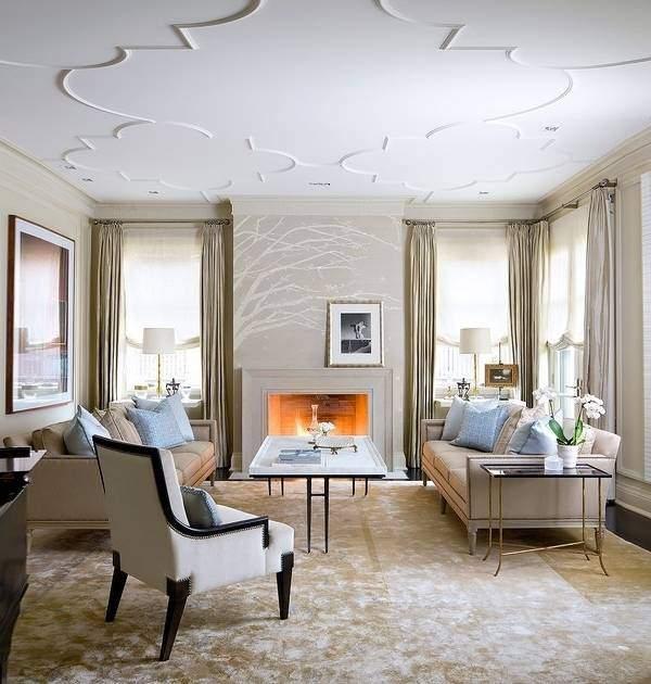 Декоративная лепнина на потолке гостиной в современном стиле