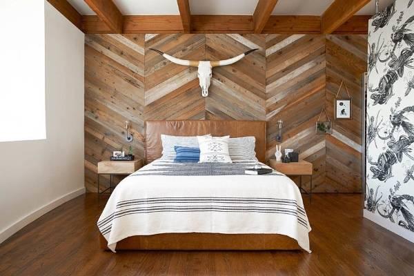 Фото спальни в современном стиле с деревянными панелями