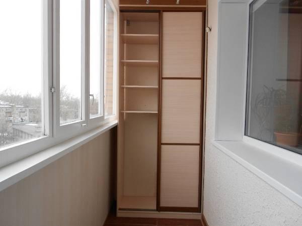 dizayn-balkona-so-shkafom-kupe