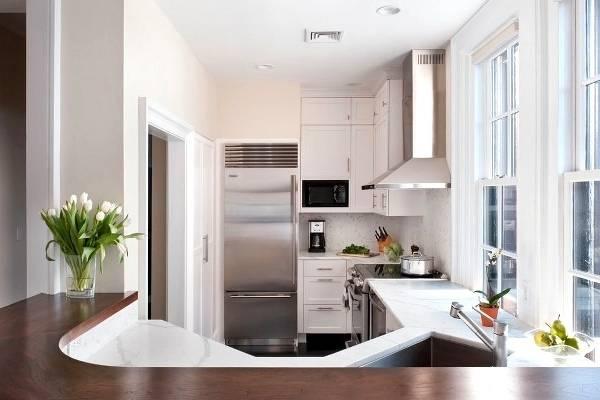 Фото кухни 6 кв м объединенной с гостиной барной стойкой