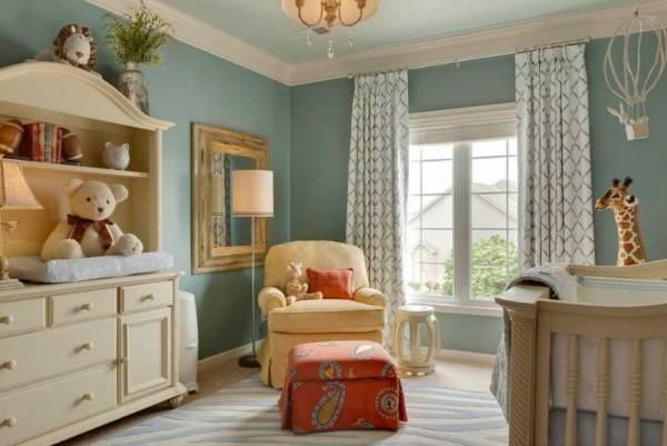 Покраска стен в квартире - фото голубой детской