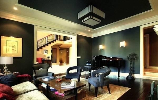 Имитация лепнины на потолке черного цвета - фото