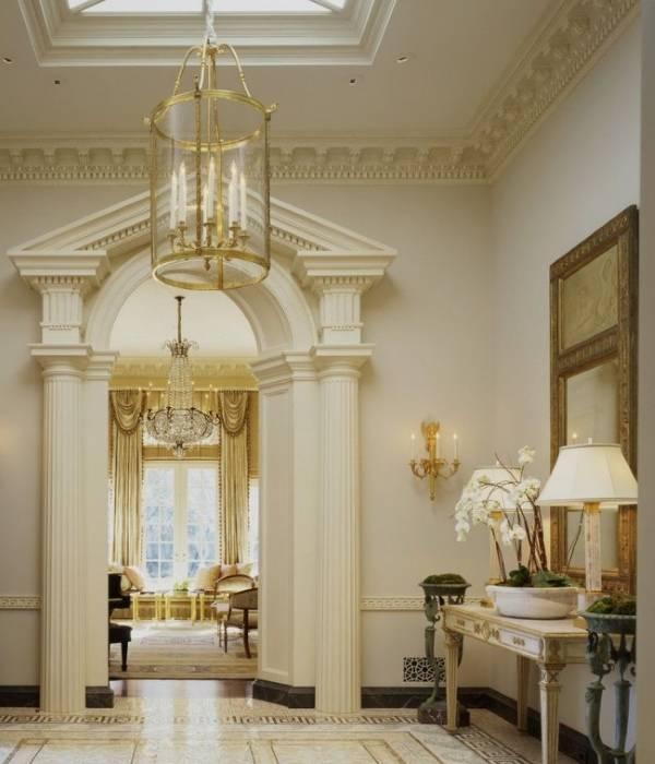 Колоны, арки и декоративная лепнина из пенопласта в интерьере