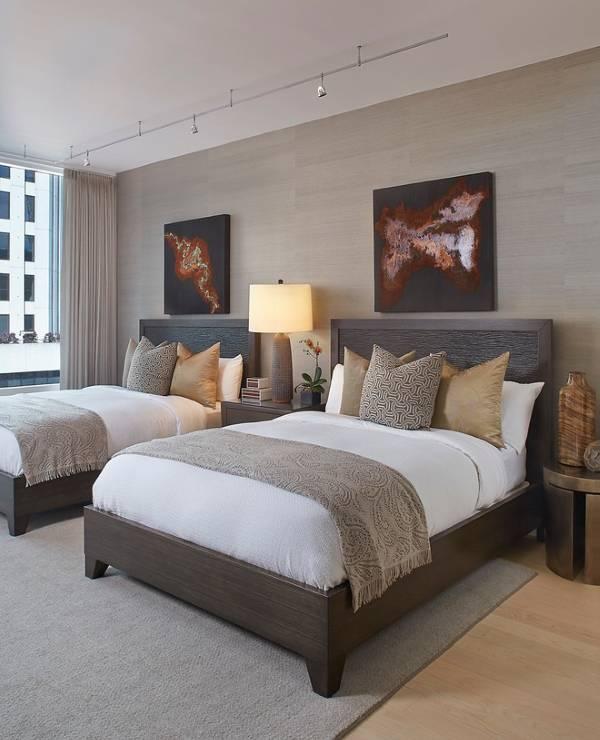 Спальня в современном стиле с двумя кроватями