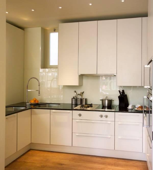 Современный дизайн маленькой кухни в белом цвете