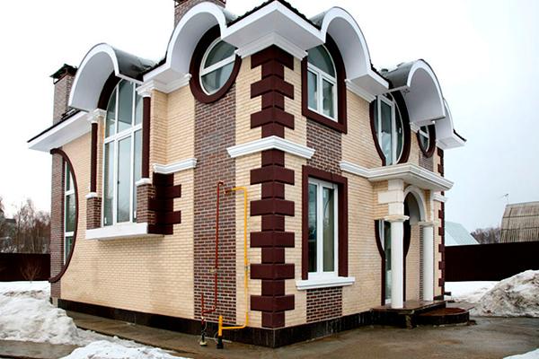 Фасадная лепнина из полиуретана в современном стиле - фото