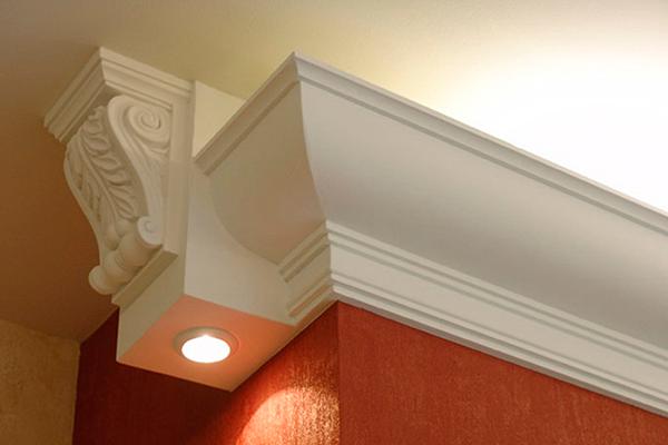 Отделка потолка лепниной из пенопласта со встроенной LED подсветкой