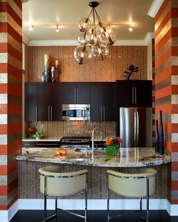 Открытый дизайн малогабаритной кухни в хрущевке с барной стойкой в зал