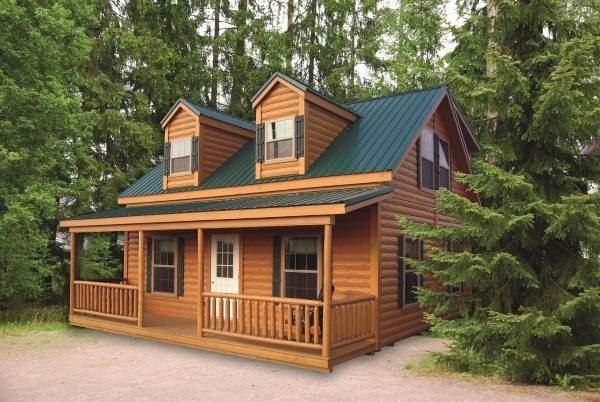 Покрашенные деревянные дома - фото с зеленой крышей