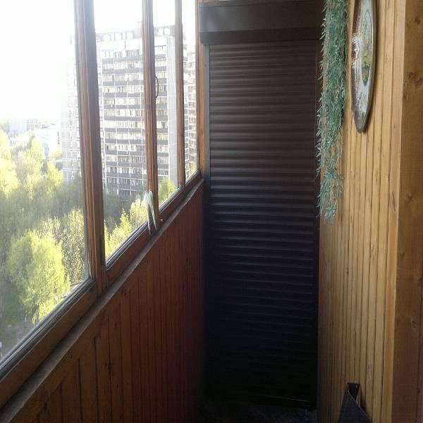 polki-i-rolstavni-na-balkon