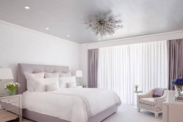 Современный дизайн спальни в сиреневом цвете