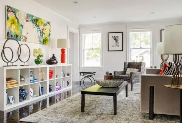 Яркие аксессуары для дизайна интерьера гостиной в доме