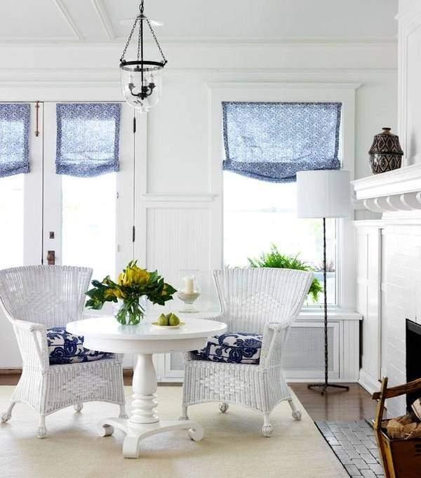 Белые плетеные кресла из искусственного ротанга фото