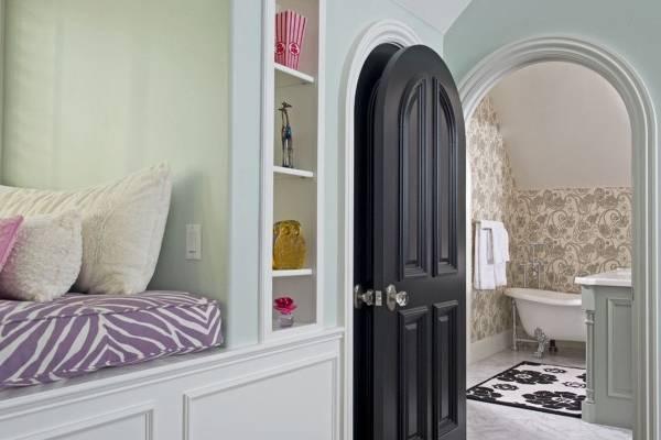 Черные межкомнатные двери в интерьере дома