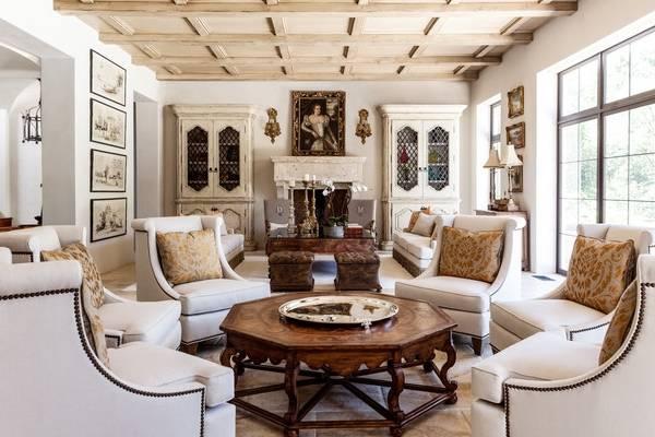 Буфет для гостиной - классика в белом цвете