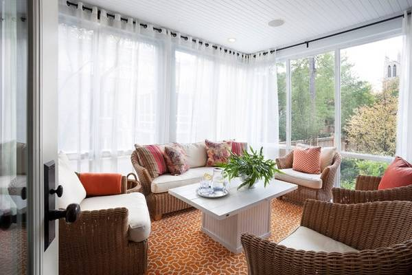 Плетеная мебель из лозы в дизайне гостиной веранды