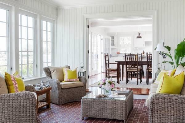 Комплект плетеной мебели - кресла, диван и стол для гостиной