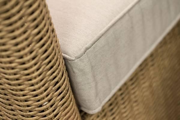 Современная плетеная мебель из ротанга на фото