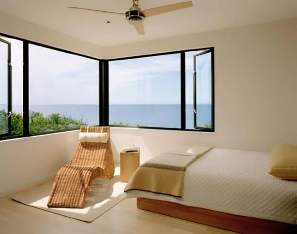 Плетеная мебель в интерьере спальни - фото шезлонга