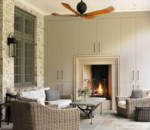 Плетеные диваны и кресла в дизайне гостиной на фото