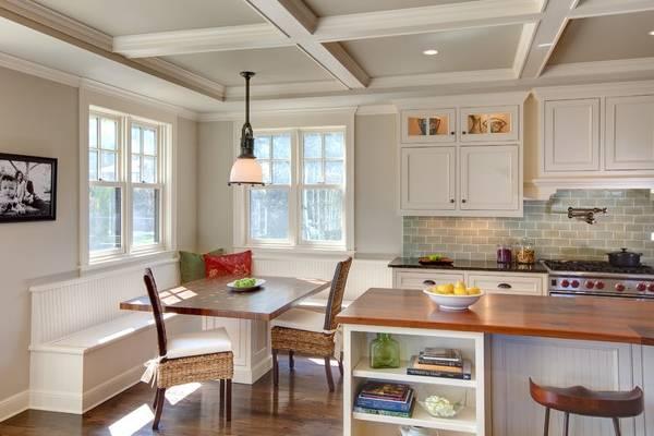 Плетеная мебель в интерьере - стулья на кухне