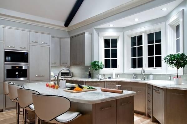 Кухни с эркером в домах: идеи оформления и фото