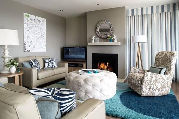 Красивый серо бежевый цвет в интерьере гостиной на фото