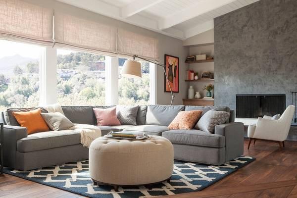 С чем сочетается серый цвет в интерьере гостиной - подборка фото