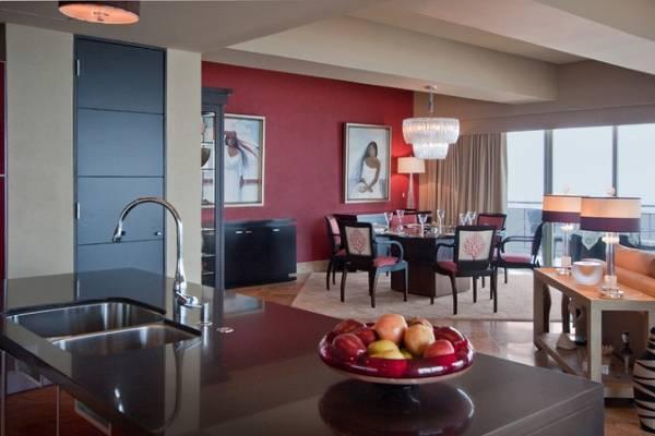 Цвет дверей в интерьере кухни - фото