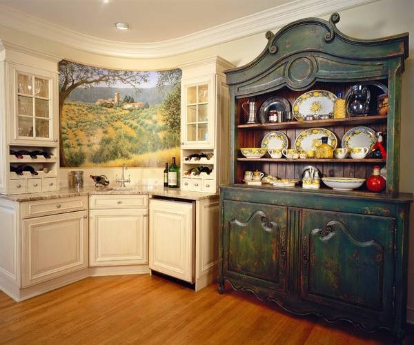 старинный буфет для кухни в интерьере фото