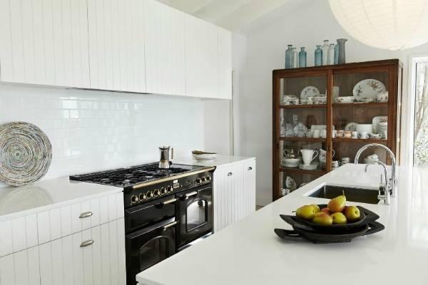 Дизайн кухни с буфетом классика - фото в современном стиле