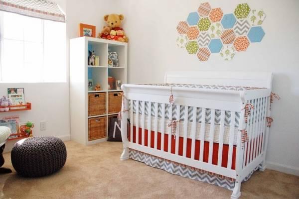 Как украсить пустую стену в детской комнате