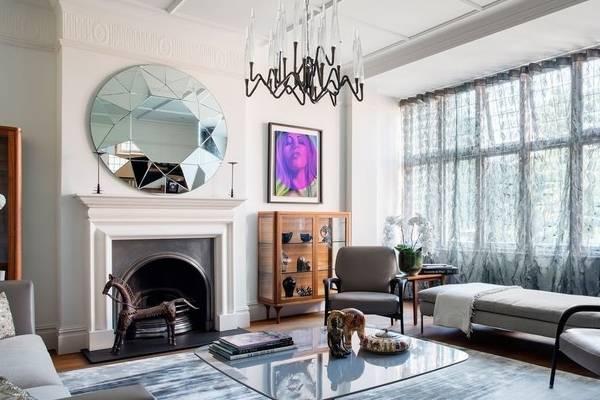 Современный комод витрина для гостиной на фото