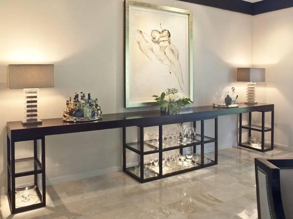 Мебельные витрины - стол консоль со стеклом и подсветкой