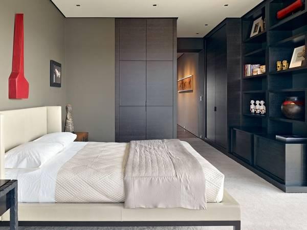 Стильный дизайн спальни с гардеробной со встроенной мебелью