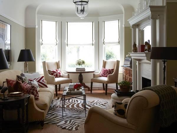 Как красиво расставить мебель в зале - фото столовой в эркере