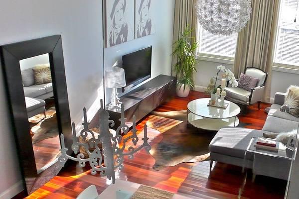 Планировка гостиной с угловым диваном