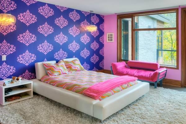 Дизайн оклейки стен разными обоями - фото спальни