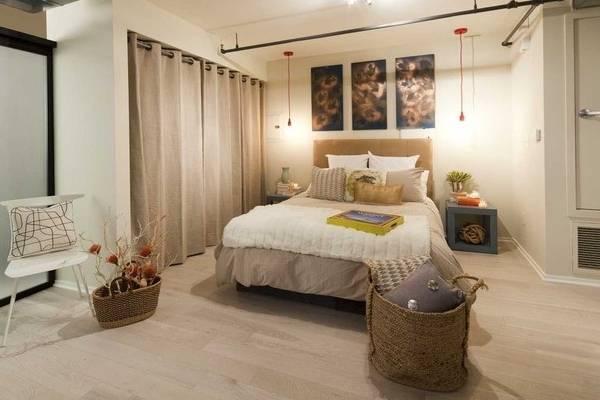 Вместительная гардеробная в спальне своими руками