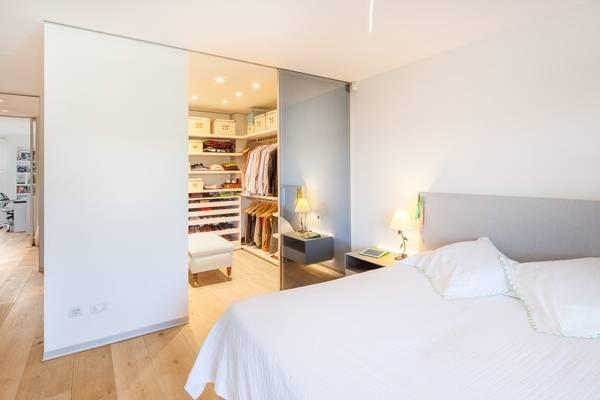 Шкаф гардеробная комнаты в спальню - фото с П-формой