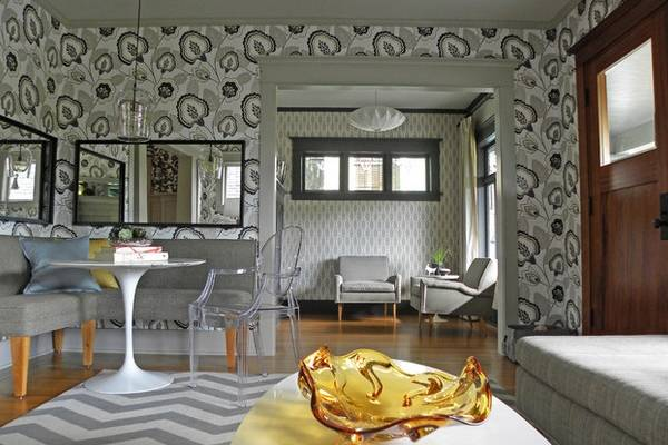 Разные обои в интерьере - красивое сочетание на фото частного дома
