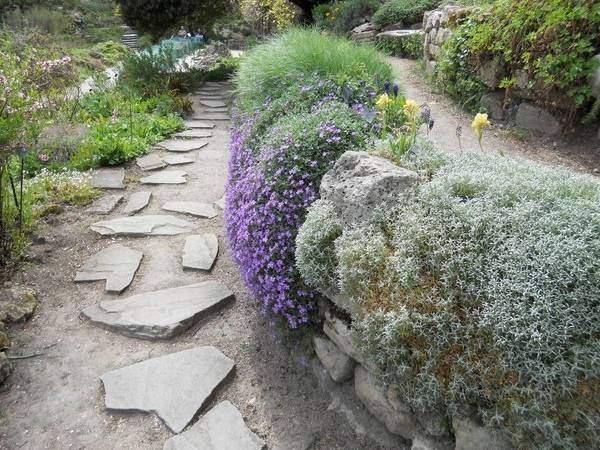 Садовая терраса - альпийская горка своими руками на фото