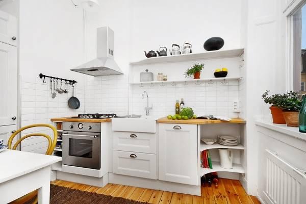 Фото необычного интерьера кухни в белом цвете